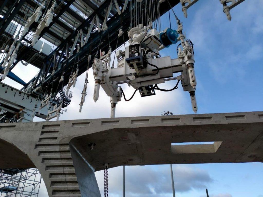 Lanceur - (Melbourne, AU): Système automatique de suspension pour positionnement de la travée